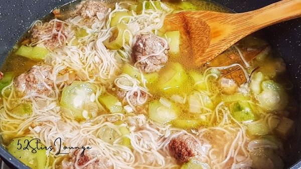 Beef Meatballs in Misua Soup - 52Stirs.com